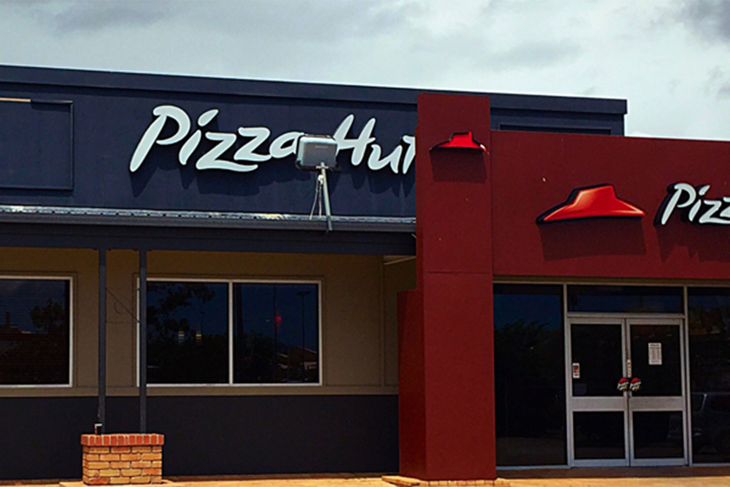 pizza hut departmentalization A way to control the flow of decisions and information in an organization, chain of command may not work in today's fast-changing, lean organizations.